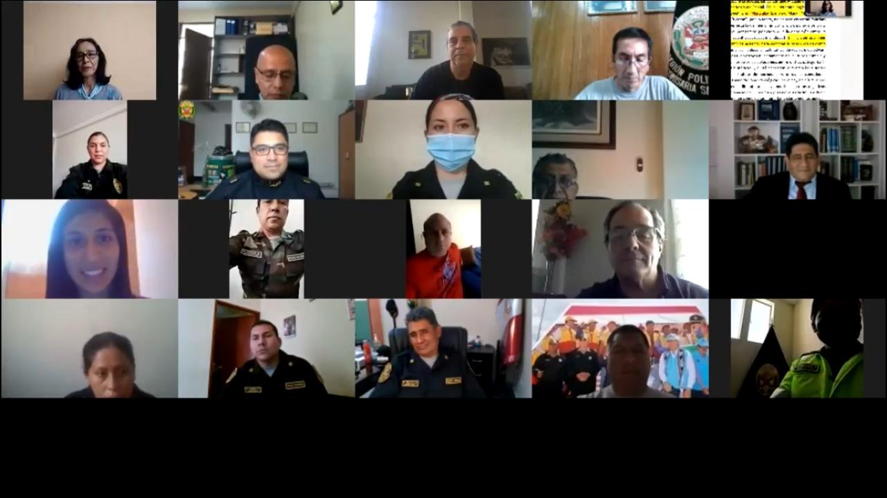 Miembros de la Policía Nacional del Perú se educan para la paz